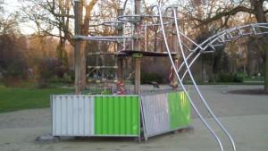 Jardin d'enfants Route de la Croix Rouge : installation d'art contemporain ??