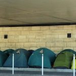 Camp improvisé d'immigrés, en juin 2015, sous le pont de Bercy