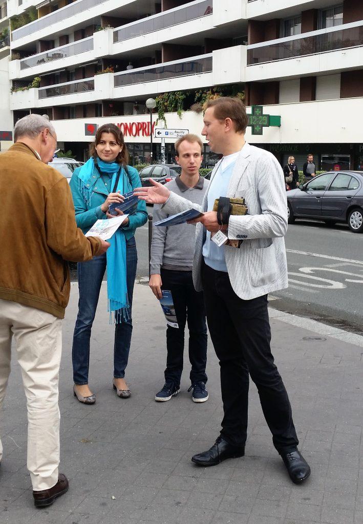 Distribution du journal, marché Saint-Eloi, le 18 septembre 2016